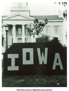 Homecoming monument on the Pentacrest, The University of Iowa, 1991 http://digital.lib.uiowa.edu/cdm/ref/collection/ictcs/id/3779