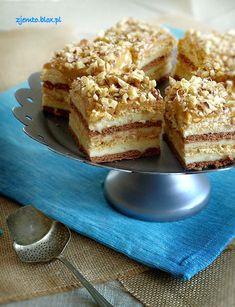 Snickers na herbatnikach Składniki: masa: 1 litr ml… Polish Desserts, Polish Recipes, No Bake Desserts, Dessert Recipes, Polish Food, Good Healthy Recipes, Sweet Recipes, Sweets Cake, Pie Dessert