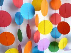 colores vibrantes para las decoraciones para la fiesta de cumpleaños de la niña