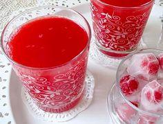 Kızılcık Şerbeti- Yarım kilo kızılcık 1 litre su İstediğiniz ölçüde şeker Kızılcık şerbeti hazırlanışı Kızılcıkları yıkayın. Büyük bir tencereye alıp tencereyi su ile doldurun. Kaynayınca dilediğiniz kadar şeker ilave edip karıştırın. 5 dakika daha kaynatmaya devam edin. Altını kapatıp süzgeç yardımıyla süzün. Buzdolabında soğumaya bırakabilirsiniz.