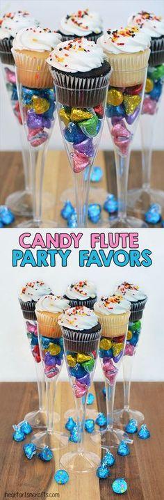 Copa con dulces y cupcakes para candy bar - http://xn--manualidadesparacumpleaos-voc.com/copa-con-dulces-y-cupcakes-para-candy-bar/