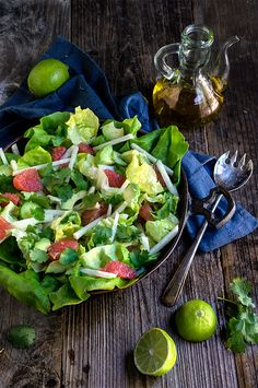 Avocado grapefruit jicama salad - this fabulous salad combines the freshest most delicate flavors in one bowl - crunchy jicama, crisp and cool cucumbers, biter-sweet grapefruit and creamy avocado, with fresh lime juice and lots of cilantro! | www.viktoriastable.com