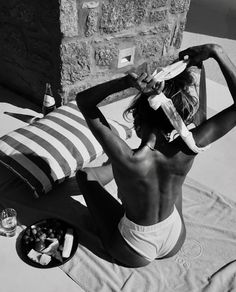 Discover recipes, home ideas, style inspiration and other ideas to try. Black And White Aesthetic, Black N White, Black And White Pictures, Poses For Pictures, Summer Photos, How To Pose, Photo Instagram, Summer Of Love, Belle Photo