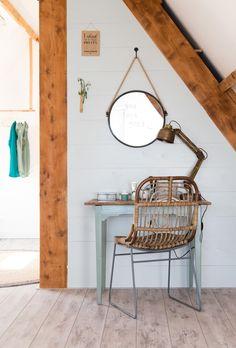 De nieuwe kaptafel in de slaapkamer van Celine en Ben in aflevering 7 van vtwonen doe-het-zelf | Make-over door Kim van Rossenberg