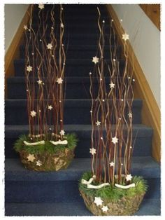 brilliant way to block the path where you do not want guest to go Christmas Planters, Christmas Porch, Christmas Design, Outdoor Christmas, Rustic Christmas, Xmas Tree, Christmas Art, Christmas Holidays, Decoration Facade