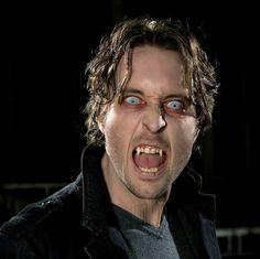♥♥♥  Great article by Foyeur on AOLIS - Alex O'Loughlin on Mick St. John's Vampire Teeth.