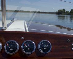 Schnelles 69er Mahagoni-Sportboot mit 30 kW-Elektromotor Chris Craft, 30 Kw, Wooden Boats, Old School, Berlin, Classic, Speed Boats, Automobile, Antique Cars