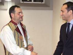 César Sánchez saludando al Presidente de la Falla Calp Vell 2013 en el día de la presentación de las Falleras Mayores.