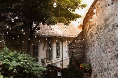 Exploring Transylvania with Tisca, the region of craftsmanship and beautiful landscapes. Summer House Garden, Home And Garden, Dracula Castle, Vlad The Impaler, Colourful Buildings, Interior Rugs, Medieval Castle, Scandinavian Home, Greatest Adventure
