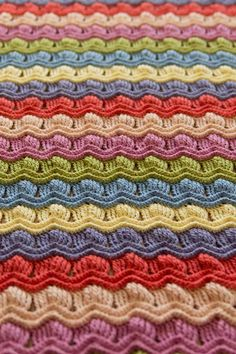 Crochet Vintage Fan Ripple Blanket Afghan (Posted for the color idea. Leads to tutorial on how to make... Deb)