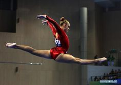 Alyssa Baumann of USA perfoms om the balance beam dring