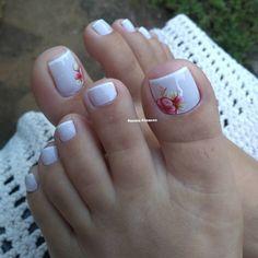 27 Ideias Variadas de Unhas Decoradas dos Pés Pretty Toe Nails, Cute Toe Nails, Fancy Nails, Bling Nails, Glitter Nails, Pedicure Nail Art, Pedicure Designs, Toe Nail Designs, Toe Nail Color