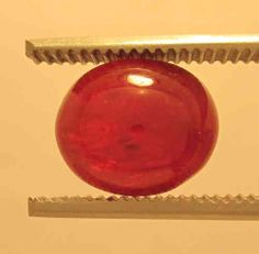 Ruby Cabochon Red oval, Origin Viet Nam: 7,95 ct, 11,5 x 10 x 6,5 mm - www.kn-jewellery.com