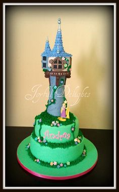 Tangled cake, tower is made of rice krispies, decorated al in fondant. I made one similar to this but it wasn't this pretty. Fancy Cakes, Cute Cakes, Tangled Birthday Party, Birthday Cakes, Cake Cookies, Cupcake Cakes, Rapunzel Cake, Kids Party Themes, Party Ideas