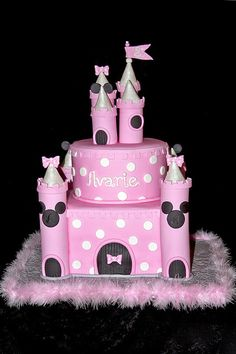 Minnie Mouse Castle I love how this turned out! It was my first castle cake and my customer wanted a basic Minnie theme, no other frilly. Minni Mouse Cake, Mickey And Minnie Cake, Minnie Birthday, Baby 1st Birthday, Birthday Ideas, Birthday Cakes, Party Fiesta, Disney Cakes, Favorite Candy