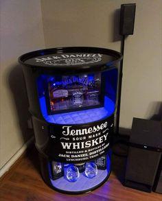 Alcohol - Presents - Car Furniture, Barrel Furniture, Diy Home Bar, Bars For Home, Whisky Spender, Whiskey Dispenser, Liquor Bottle Crafts, Home Bar Designs, Oil Drum