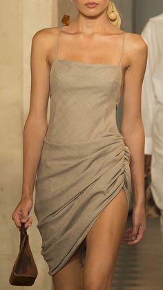 Jacquemus (Fashion Gone rouge) Fashion 90s, Look Fashion, Runway Fashion, High Fashion, Fashion Show, Fashion Dresses, Womens Fashion, Fashion Trends, Hippie Fashion