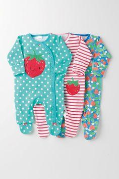 Kaufen Sie Pyjama-Sets mit Erdbeermotiv, Dreierpack (0 Monate – 2 Jahre) heute online bei Next: Deutschland