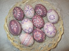ručné práce | KRASLICE Coloring Easter Eggs, Egg Coloring, Paint Drop, Easter Egg Designs, Cute Easter Bunny, Egg Decorating, Easter Crafts, Artsy, Creative
