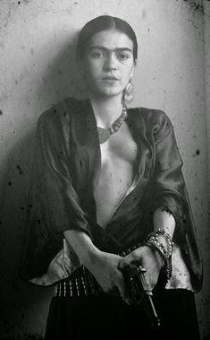 Mi bella Frida,tan cabrona y tan genuina. Frida Kahlo Artwork, Frida Kahlo Portraits, Kahlo Paintings, Frida Art, Diego Rivera, Fotografia Pb, Fridah Kahlo, Haring Art, Mexican Art
