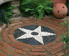 patio design, star created with pebbles