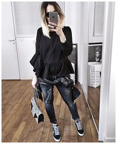 Pin for Later: Black Sneakers Aren't as Tricky to Style as You Think With a Peplum Top and Black Distressed Jeans Black Sneakers Outfit, All Black Outfit, Black Outfits, Cute Fall Outfits, Cool Outfits, Casual Outfits, Just Style, Distressed Black Jeans, Street Style Trends