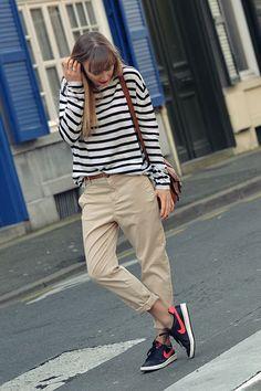 pantalon chino: Zara - pull: H & M - sac: Lancel ==> tout le look sur www. Tomboy Fashion, Look Fashion, Fashion Outfits, Beige Hose, Estilo Tomboy, Summer Outfits, Casual Outfits, Beige Outfit, Zara