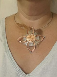 Collier nesspresso et dolce gusto avec des plumes.  By @catherine