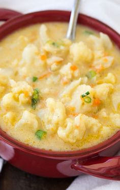 Cheesy Cauliflower Soup Recipe - This creamy and flavorful soup will warm you up for dinner! Easy meal idea.