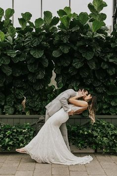 Kiss and dip poses are swoon worthy | Image by Emma Quinn