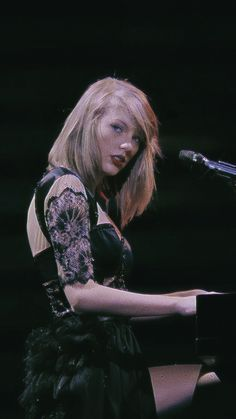 Taylor Swift Songs, Taylor Swift Pictures, Taylor Alison Swift, Nashville, Taylor Swift Wallpaper, Intense Love, Red Tour, Favorite Person, American Singers
