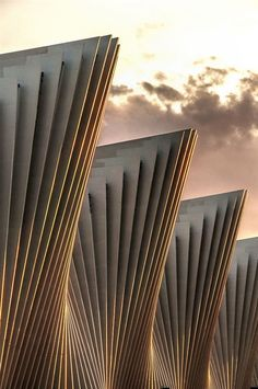 Beautiful contemporary architecture of the Reggio Emilia Train Station by Santiago Calatrava. Art Et Architecture, Futuristic Architecture, Beautiful Architecture, Contemporary Architecture, Architecture Details, Architecture Diagrams, Architecture Portfolio, Layered Architecture, Movement Architecture