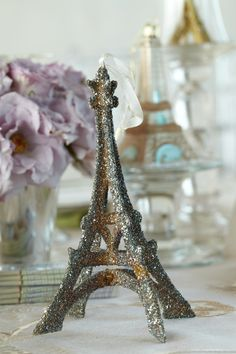 Show the sparkle of the city by displaying a variety of recognizable landmark keepsakes.