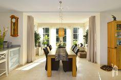 Mooie doorkijk vanuit de eetkamer. Modern, Table, Furniture, Home Decor, Trendy Tree, Decoration Home, Room Decor, Tables, Home Furnishings