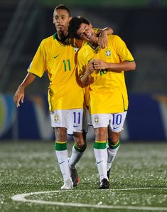 Neymar and Philippe Coutinho Brazil Football Team, Football Daily, Brazil Team, Neymar Football, Soccer Guys, Soccer Stars, Soccer Players, Soccer Ball, Messi Pictures