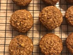 These healthy breakfast goodies are made lighter with baking powder and gain nice texture with rolled oats. Banana Oatmeal Muffins, Baked Banana, Oat Muffins, No Bake Treats, Yummy Treats, Sweet Treats, Breakfast Snacks, Breakfast Ideas, Breakfast Recipes
