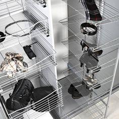 Kaapista ulosvedettävä kenkäteline on näppärä tapa säilöä muutakin, kuin kenkiä, kuten hattuja, käsilaukkuja tai vaikkapa vöitä. Säilytystorni LM686 on varustettu kahdeksalla irrotettavalla hyllyllä ja se voidaan asentaa vasen- tai oikeakätiseksi. #lankajamuovi #koti #toimisto #säilytys #vaatekomero #kengät #sisustus #interior #sisustsussuunnittelu #tilasuunnittelu #tilaratkaisu #vaatekaappi #tukkumyynti #yritysmyynti #helakeskus Vase, Shoe Rack, Koti, Shoes, Zapatos, Shoes Outlet, Shoe Racks, Shoe, Vases