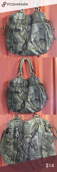 LADIES GRAY AND SILVER TINE HANDBAG LADIES GRAY AND SILVER TONE HANDBAG.  HAS 4 OUTSIDE POCKETS AS WELL AS 2 ADDITIONAL OUTSIDE ZIPPERED POCKETS.  INSIDE ZIPPERED POCKET AND 2 SMALLER POCKETS. 9 INCH DOUBLE STRAPS. BAG IS 14 INCH DEPTH BY 15 INCH WIDTH.   NO TAGS. NOT SURE IF THIS BAG WAS EVER USED OR NOT. IF SO 1 OR 2 TIMES. GREAT CONDITION,  LIKE NEW. Bags Hobos