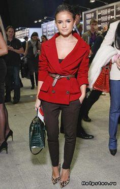 Девушки,срочно нужны образы с красным пальто!Покидайте пжл сеты=) / с чем носить пальто красное