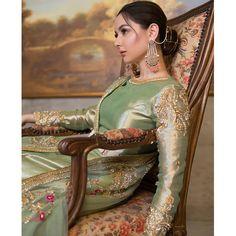 Actress Hania Aamir Looks Beautiful in Her White Lehnga Choli Shoot - Top 10 Ranker Shadi Dresses, Pakistani Formal Dresses, Pakistani Dress Design, Indian Dresses, Indian Suits, Pakistani Clothing, Pakistani Couture, Pakistani Suits, Punjabi Suits