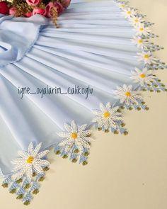 Knitted Poncho, Knitted Shawls, Knit Shoes, Pakistani Dress Design, Needle Lace, Elegant Table, Sweater Design, Knitting Socks, Crochet Flowers