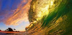 [F]ハワイ  波が照らされてきれいに見える