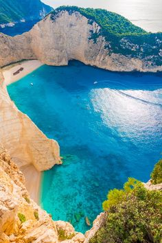 Three Amazing Places in Greece Schiffbruch-Strand, Navagio Strand, Zakynthos, Griechenland Dream Vacations, Vacation Spots, Places To Travel, Places To See, Travel Destinations, Magic Places, Dame Nature, Places In Greece, Greece Islands