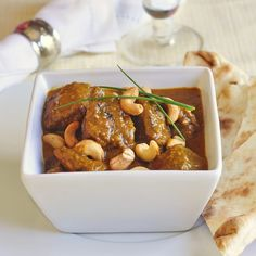 Easy Chicken Korma - a simplified, no fuss version of this popular mild curry dish. It's low on the heat side but high on the flavour side. paleo lunch no heat Easy Chicken Korma Recipe, Chicken Recipes, Chicken Menu, Indian Food Recipes, Asian Recipes, Ethnic Recipes, Indian Foods, Indian Dishes, Healthy Recipes