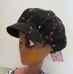 Ruskea samettilippis Snapback, Riding Helmets, Hats, Fashion, Moda, Hat, Fashion Styles, Fashion Illustrations, Hipster Hat