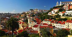 LISBOA (PORTUGAL): O rio Tejo, o bairro da Alfama, a Praça do Comércio e o Castelo de São Jorge são apenas alguns dos lugares que fazem de Lisboa um dos destinos mais encantadores do mundo. Na cidade, os passeios noturnos podem ser embalados pelo melancólico fado ou pelas últimas músicas da moda, que ecoam desde a agitada região das docas