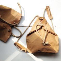 Mochila Ocre de bolso de lona con detalles de cuero