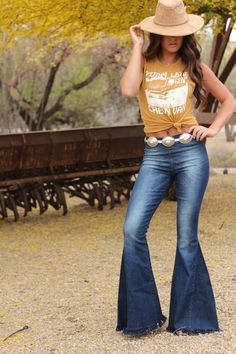 Penny Lane Tank Gold Penny Lane Muscle Tank Gold – License to Boot Country Western Outfits, Country Style Outfits, Country Fashion, Western Wear, Western Style, Gypsy Cowgirl Style, Western Boots, Country Wear, Preppy Style