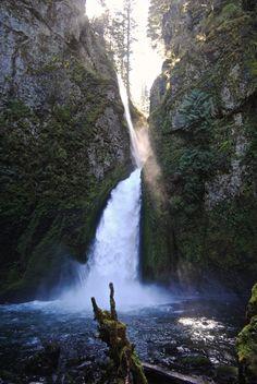 Wahclella Falls #ColumbiaRiverGorge #Oregon #OregonHikes #OregonWaterfalls
