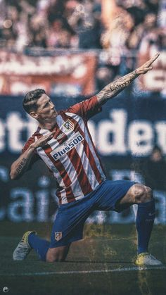 Cristiano Ronaldo Lionel Messi, Cristiano Ronaldo 7, Best Football Players, Soccer Players, Fernando Torres Wife, Chelsea Wallpapers, Soccer Post, At Madrid, European Football